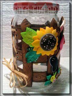Otro..... ¿que os parece? Mason Jar Crafts, Mason Jars, Cute Crafts, Diy And Crafts, Clay Jar, Stash Jars, Decorated Jars, Foam Crafts, Bottles And Jars