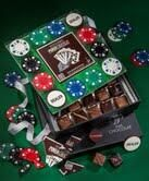 Bluffant ! @Paris_Chocolat sort pour les fêtes un sublime jeu de poker tout en chocolat http://parischocolat.com/