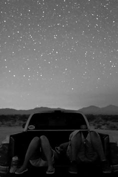 Grab some friends Pile a bunch of pillows and blankets in the back of a truck Drive to the middle of the mountains Go stargazing and sleep out under the stars Don't forget the perfect stargazing playlist! Romance, Wise Mind, Just Dream, Jolie Photo, Under The Stars, Hopeless Romantic, Stargazing, Sad Quotes, Country Girls