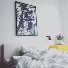 Endlich eingezogen - schon so lange drumherum geschlichen ️ Happy  Passt zwar besser zum Freitag,aber heute ist ja Vize-Freitag...auch ein F  Startet gut!  #art #bedroom #decoration #details #fauxposter #germaninteriorbloggers #Hamburg #hh #hhomeinspo #hltips #home #homedetails #homestyling #inspohome #instahome #interieur #interieurblogger #interior #interiordesign #marbelove #marble #newin #playtype #poster #typo #typography #voostore