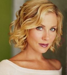 Christina Applegate... Hmmm, this might be a good style if I decide to go shorter