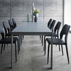 King Vittoria Table This table is extremely big and elegant and it's great for every family dinner of party. It's ultramodern and very traditional at the same time, and it's a very interesting centrepiece to keep in your dining room.