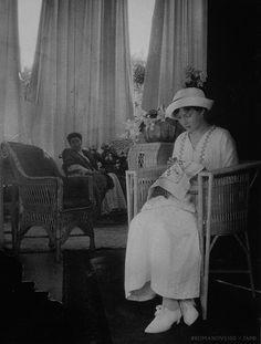 Grand duchess Tatiana with Sonya Orbeliani, 1915.