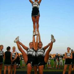 AMAZING I wish my cheer team could learn that stunt