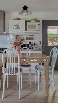 Green Furniture, Kitchen Furniture, Vintage Furniture, Table And Chairs, Dining Chairs, Architecture, Ph, Room, House