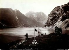 FAKf-100244.160351 «Udsigt fra Hotel «Søndmør», Bjerke, Hjørendfjord.» (JSR-Kode: A8-A-Natur) Flagg, fjord, fjell, landskap, Ørsta, Bjerke
