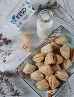 GUDOMLIGA SPRÖDA KESOKAKOR - Cream Cheese Sugar Cookies, Chocolate Shortbread Cookies, Iced Sugar Cookies, Buttery Cookies, No Bake Cookies, Sweet Bakery, Cookie Recipes, Sweets, Baking