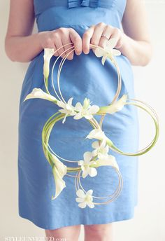 A circle bouquet ... For a Wedding Bouquet Guide ... https://itunes.apple.com/us/app/the-gold-wedding-planner/id498112599?ls=1=8 ... The Gold Wedding Planner iPhone App.