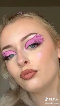 Creative Makeup Looks, Unique Makeup, Colorful Eye Makeup, Cute Makeup, Face Paint Makeup, Eye Makeup Art, Butterfly Makeup, Alternative Makeup, Makeup Eye Looks