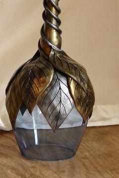 Wine Bottle Art, Glass Bottle Crafts, Painted Wine Bottles, Diy Bottle, Glass Bottles, Bottle Rack, Blue Wine Glasses, Diy Glasses, Altered Bottles
