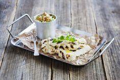 Grillad halloumi med hemmagjord coleslaw. Sältan i osten tillsammans med sötman i coleslaw är ljuvligt gott. Halloumi, Coleslaw, Cheese, Recipes, Food, Coleslaw Salad, Recipies, Essen, Meals