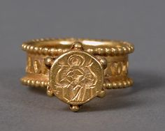 Gold Signet Ring with Virgin and Child. Byzantine, 6th-7th century | The Met