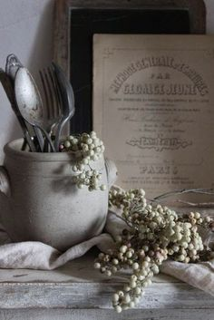 #dewelelaer #pinterieur French Country Cottage, French Country Decorating, Country Living, Pub Decor, Rustic Decor, Wall Decor, French Grey, French Style, Cozy Cottage