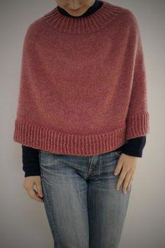 Warm quick poncho Knitting pattern by Takako Takiguchi - Immagine titolata Knit Step 23 - Poncho Knitting Patterns, Christmas Knitting Patterns, Arm Knitting, Knitted Poncho, Knitted Shawls, Knit Patterns, Knit Cape Pattern, Caplet Pattern, Poncho Mantel