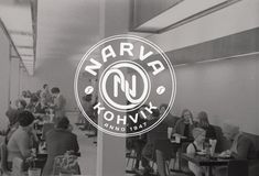 Narva Kohvik on paluu menneeseen. Kahvila on perustettu vuonna 1947 ja se arvostaa perinteikyyttä ja pelkistettyä meininkiä. Tämä on paikka retron ystävälle, joka haluaa aistia, millaista oli kahvilassa neuvostoaikoina. Paikan leivonnaiset ovat uunituoreita ja myös lämmintä ruokaa on tarjolla. Erikoisruokavaliota noudattavan kannattaa kuitenkin suunnata toiseen kahvilaan. Toot, Neon Signs, Retro, Retro Illustration