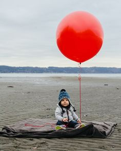 So you know how I posted yesterday that I was doing a one year old's photo session? How stinking cute is this? I love that @stephparke had a red balloon for us to take out to Dash Point with us!  #emojisinthewild ##oneyearold #dashpoint