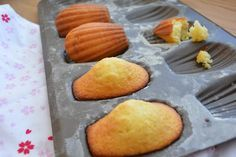 Madeleines Weight watchers, an easy and simple recipe, find the ingredients and the preparation steps. verlieren verlieren motivation verlieren schnell weight weight food weight in a week Weight Watcher Cookies, Weight Watchers Diet, Weigth Watchers, Ww Desserts, Light Desserts, Everything Bagel, Ww Recipes, Healthy Recipes, Food To Make