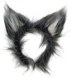 Pelsede ulveører på hårbøjle.