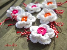 Мартеници / White Crocheted Flowers with Orange and Pink Buttons Crochet Flowers, Baba Marta, Crochet Earrings, Orange, Cards, Pink, Buttons, Inspiration, Color