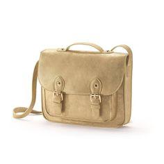 Goudkleurige tas MADEMOISELLE R : prijs, mening en score, levering. Goudkleurige tas, Mademoiselle R.Bovenzijde : polyurethaan.Voering : polyester.Zak: één zak vooraan.Sluiting : magnetische knoop.Afmetingen. : B 22,5 x H 22 x D 5 cm.1 handgreep.1 verstelbare schouderriem.