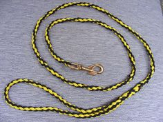 Want to learn how to make a paracord dog leash? It's a fun and easy project. I will take you through 5 easy steps to complete this paracord dog leash.