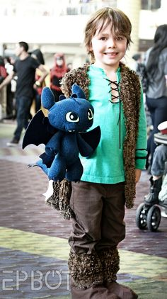 Tiny Hiccup and Toothless at MegaCon, pic by EPBOT