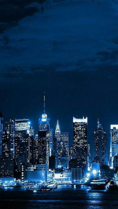 New York City Skyline world iPhone se wallpaper New York Wallpaper, Lit Wallpaper, Apple Wallpaper, Wallpaper Ideas, Blue Aesthetic Dark, City Aesthetic, Aesthetic Outfit, Aesthetic Grunge, Aesthetic Vintage