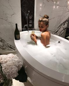 Image about girl in luxus by on We Heart It Do It Yourself Nails, Foto Madrid, Luxe Life, Sugar Baby, Bath Time, Luxury Lifestyle, Wealthy Lifestyle, Rich Lifestyle, Women Lifestyle