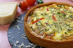 Creamy quiche with vegetables and cheese Delicious Recipes, Yummy Food, Quiche, Cheese, Homemade, Drink, Vegetables, Breakfast, Morning Coffee