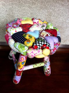 Very cute cushioned and painted stool DIY inspiration , make cushion tops using lots of multi coloured mini stuffed hearts as a patchwork sewn together seat cushion . Diy Craft Projects, Sewing Projects, Projects To Try, Crafts To Make, Fun Crafts, Arts And Crafts, Funky Furniture, Handmade Furniture, Painted Wood Chairs