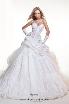 View a selection of the many discount wedding dresses available at Bridal Allure now .We have an amazing selection of current & past season dresses on SALE! European Wedding Dresses, Wedding Dresses For Sale, Wedding Bridesmaid Dresses, Prom Dresses, Formal Dresses, Formal Wear, Bride Groom Dress, Beautiful Gowns, Bridal Collection