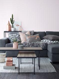 Vardagsrum #elloshome #soffa #matta #kuddar #dekoration #koppar