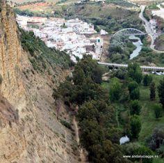 """#Cádiz - Arcos de la Frontera - Río Guadalete - 36º 44' 51"""" -5º 48' 23"""" / 36.747500, -5.806389  Foto de Julia Soler (@juliasoler103). El río Guadalete es un río del sur de España, perteneciente a la vertiente atlántica de Andalucía. Nace al norte de la sierra de Grazalema (en el peñón Grande1 ) y desemboca en El Puerto de Santa María en la Bahía de Cádiz."""