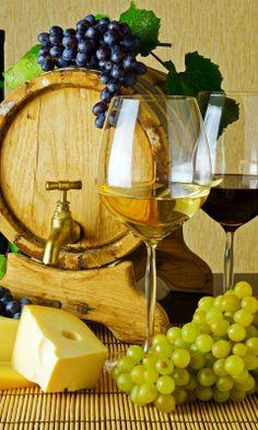 Het is een lekker middagje met wijn maar geniet er maar van voor je het weet word je ziek Warm Wine, Champagne Drinks, Wine Photography, Food Wallpaper, Wine Art, Decoupage Vintage, Wine O Clock, Wine Cheese, Fruit Art