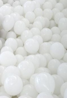 Someday I'm going to have a party with all white balloons. Black And White Aesthetic, All White, Pure White, Snow White, White Light, Funny Christmas Party Games, Blanco White, White Balloons, Aesthetic Colors