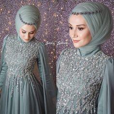 3518 Likes 102 Comments tesetturhanem/abiyeler/elbise. Muslimah Wedding Dress, Muslim Dress, Pakistani Wedding Dresses, Dress Wedding, Hijab Dress Party, Hijab Style Dress, Abaya Style, Bridal Hijab, Hijab Bride