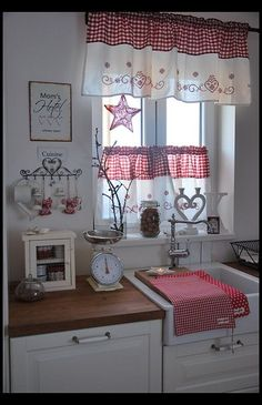 Shabby Chic is a mix of old and new, and has a very long tradition in the Scandinavian nations and the United Kingdom. Shabby chic is the most recent craze in the rustic kind of decorating. Shabby Chic Kitchen Curtains, Cocina Shabby Chic, Cottage Curtains, Country Curtains, Cozy Kitchen, Country Kitchen, Kitchen Decor, Red Kitchen, Kitchen Ideas
