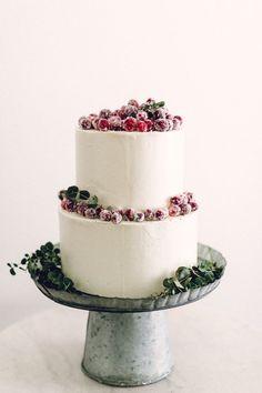 28 Winter Wedding Ideas - winter wedding cake with sugared cranberries. #weddingcake