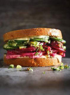 Sandwich déli à la betterave et au tofu. #tofu #sandwich #végé