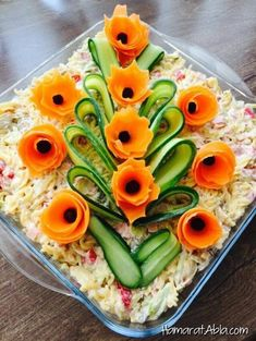 The 12 best ideas for arranging salad plates for guests on the banquet table Top-Rezepte.de - The 12 best ideas for arranging salad plates for guests on the banquet table Top-Rezepte. Fruit And Vegetable Carving, Veggie Tray, Veggie Food, Vegetable Salad, Food Carving, Food Garnishes, Garnishing Ideas, Food Platters, Food Decoration