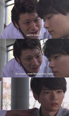 """Naoki: """"Ni siquiera yo lo sé. Porque estoy tratando a Kotoko así. Desde que Kamogari Keita empezó a acercarse a Kotoko, me siento irritado cada vez que la veo"""". Kin riéndose: """"Celos. Son solo celos"""". Naoki: """"¿Celos? ¿Yo? No puede ser, no soy tú"""". Kin: """"¡Idiota, lo son! Gracias a ti, soy un veterano con 6 años de experiencia en celos. Estás celoso de Kotoko y de como se llame"""". Naoki finalmente lo comprende - Itazura Na Kiss Love in Tokyo 2, Episodio 6"""