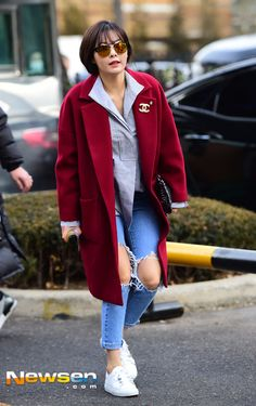 Chi Pu diện váy xẻ cao ngất giữa trời lạnh, Hyuna mặc đẹp nhất tuần - Ảnh 11.