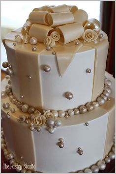For our 5 yr anniversary we are re-newing our vows and having bigger better wedding! This is the cake I want!!