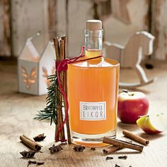 Quick baked apple liqueur You are in the right place about healthy food summer Here we offer you the most beautiful pictures about the healthy food art you are looking … Cranberry Juice Cocktail, Sour Cocktail, Cocktail Drinks, Torte Recipe, Vodka Cocktails, Old Fashioned Recipes, Liqueur, Christmas Drinks, Ginger Beer