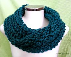 Gola Sedificada - Tricô&Afins Crochet Shell Stitch, Crochet Poncho, Free Crochet, Crochet Flower Patterns, Knitting Patterns Free, Free Knitting, Velvet Acorn, Short Scarves, Big Knits