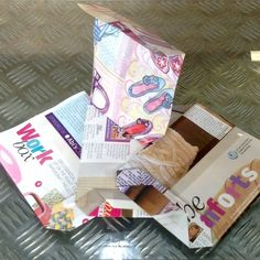 Learn how to make a simple origami gift bag from old magazines. Diy Bag Gift, Diy Gift Bags Paper, Origami Gift Bag, Origami Paper, Paper Crafts, Craft Tutorials, Diy Projects, Simple Origami, Old Magazines
