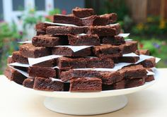 Tower of Brownies (plus a lot of other side-dish ideas) Brownie Wedding Cakes, Brownie Cake, Wedding Desserts, Brownie Recipes, Dessert Recipes, Birthday Brownies, Cake Tower, Wedding Cake Alternatives, Cakes And More