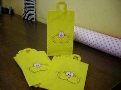 Bolsitas+de+cumpleaños+de+Gaturro Barbacoa, Lisa Simpson, Sweet Recipes, Paper Shopping Bag, Pikachu, Party, Character, Ideas, Happy Brithday