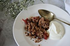 get some coconuts: pear and strawberry crumble