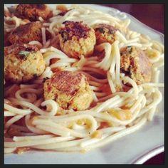 Spaghetti de kamut com almondegas de vegetais - Miss Kale